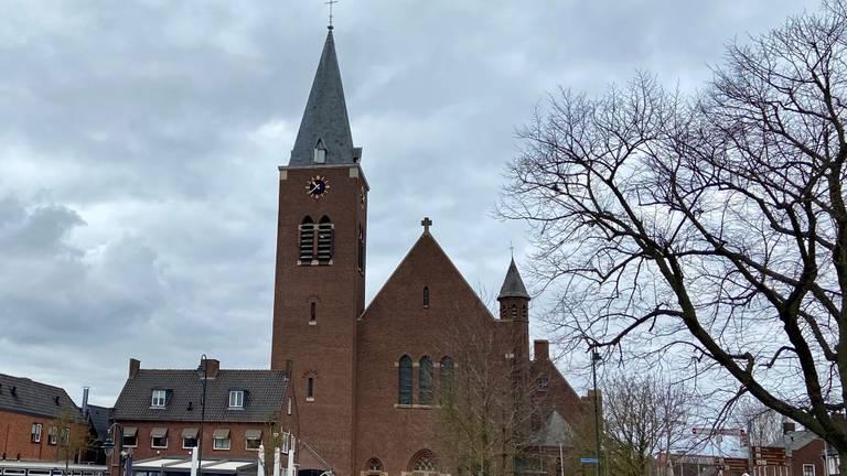 De voormalige Petrus en Pauluskerk in Dinteloord (foto: Erik Peeters)