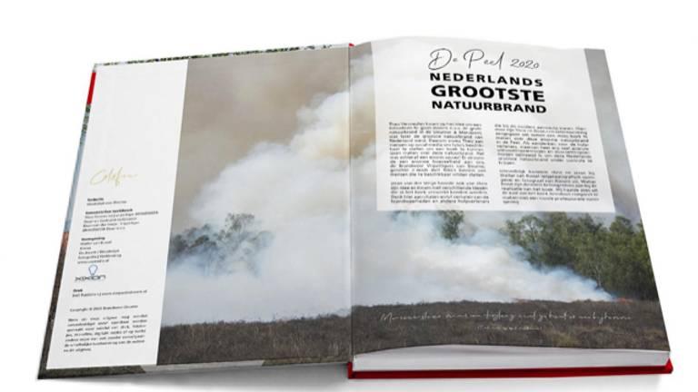 Een eerste indruk van het boek over Nederlands grootste natuurbrand. (Foto:Theo Vermeulen)