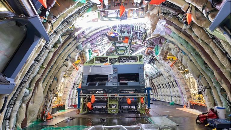 Het compleet gestripte vliegtuig (foto: Defensie)
