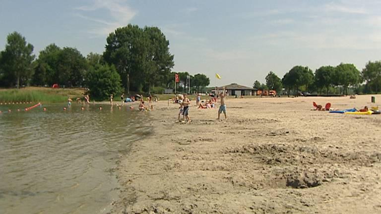 Het strand van het Engelermeer.