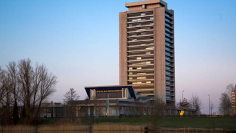 Provinciehuis_in_voor_avond_350