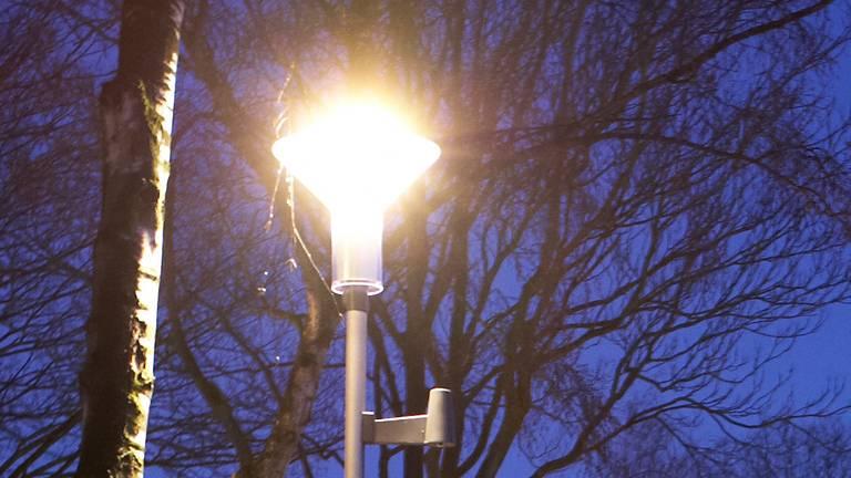 Politie kan dankzij felle straatverlichting in Oosterhout tijdens de carnaval opstootjes sneller signaleren.