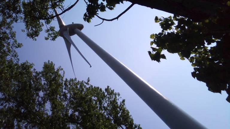 Sommige mensen denken dat het met windmolens te maken heeft.