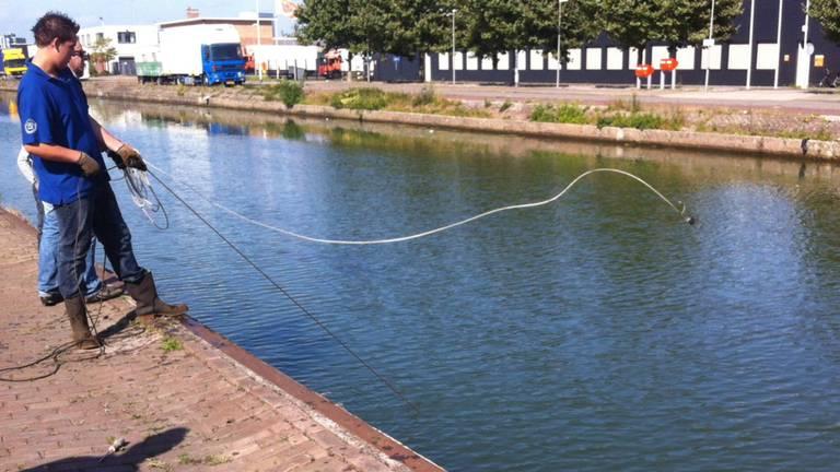 Een magneetvisser haalde een explosief uit het water (archieffoto).