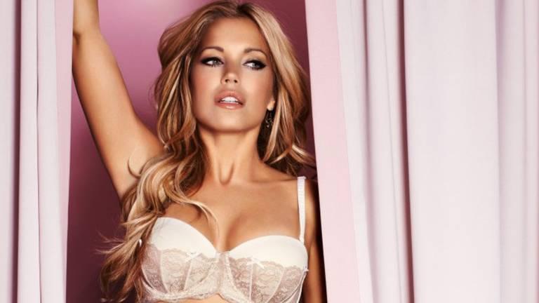 Mooie vrouwen borsten met 11 waarheden