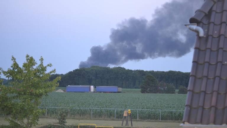 Grote Brand Verwoest Twee Loodsen Bij Klomp Keukens Aan Lijsterstraat In Mill Omroep Brabant