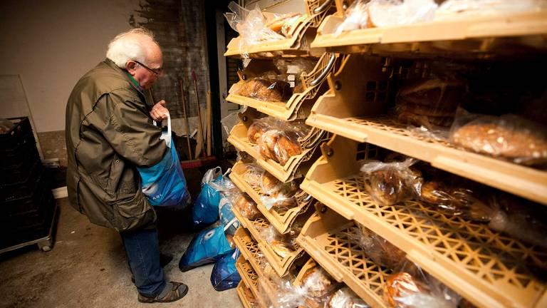 Gerrit Poels toen hij nog zelf brood rond bracht (Archieffoto: Gerdien Wolthaus-Paauw)