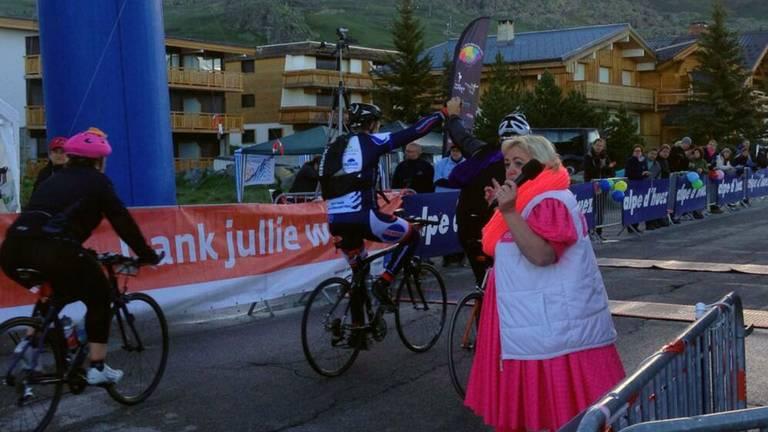 Deelnemers komen over de finish (foto: BIGChallenge)