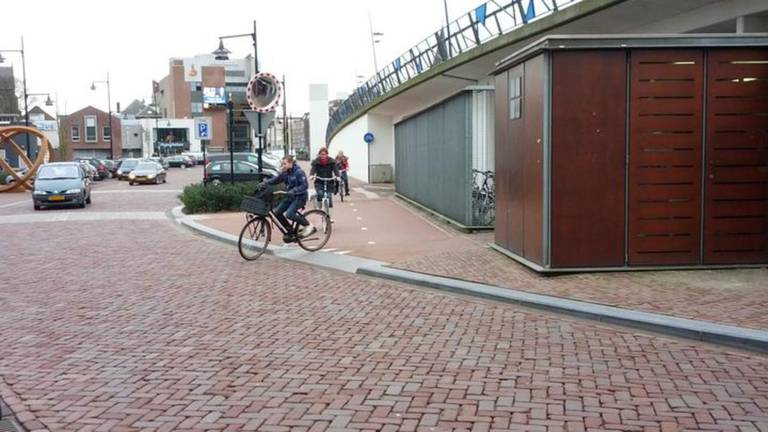 Verplaatsing fietspad moet voor minder ongelukken zorgen (Foto: Ferenc Triki)