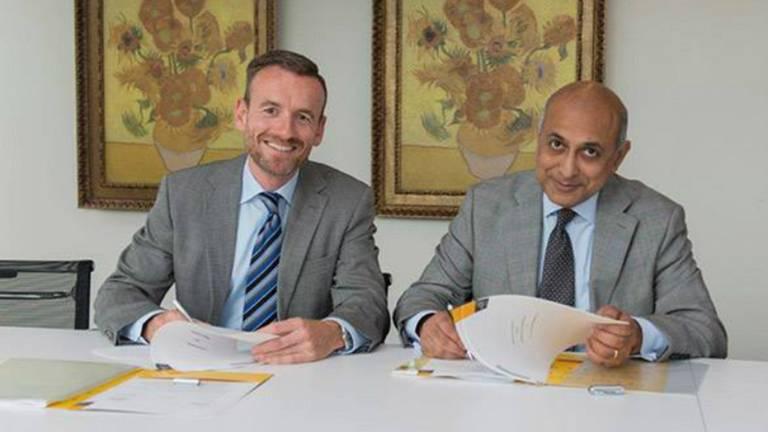 De overeenkomst, Guha rechts (foto: Van Landschot)