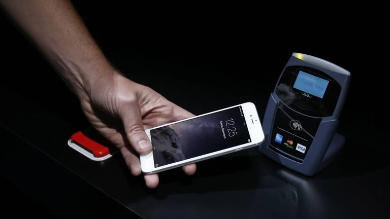 Betalen met iPhone (foto: ANP)