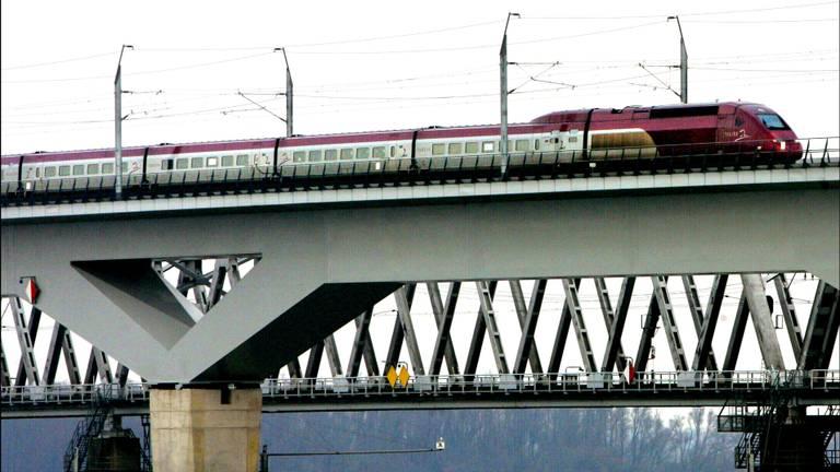 HSL-lijn over Moerdijk-burg (Foto: Archief)