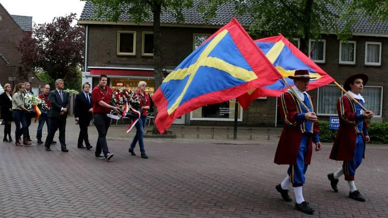 Een eerdere herdenking in Waalre (foto: Hans van Hamersveld, Kijkenklik Media)