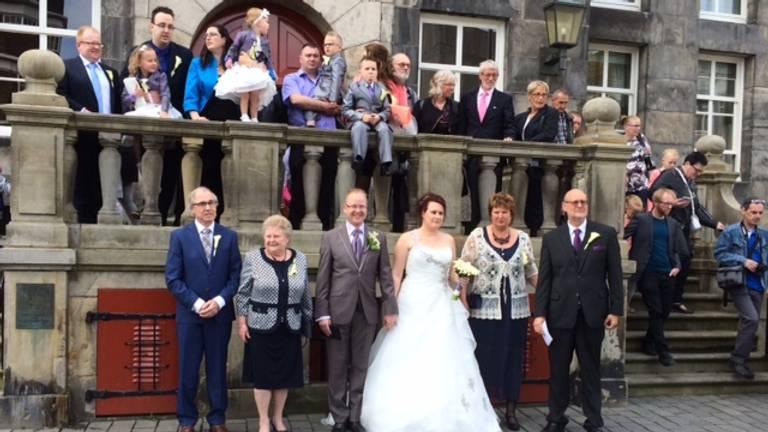 Een van de bruidsparen bij het stadhuis in Den Bosch (foto: Marjanka Oerlemans)