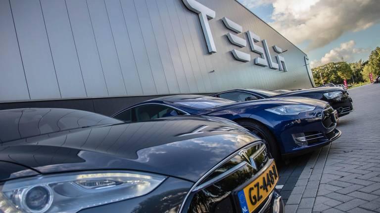 Tesla in Tilburg (foto: Rob Engelaar/Infocus).