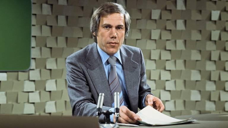 Eef Brouwers als nieuwslezer in de jaren '70. (Foto: ANP)