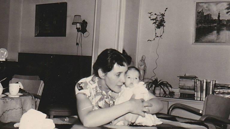 Myra en haar moeder.