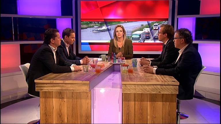 Van der Maat, Van Rooij, Hendrix en Van Dijk aan tafel bij Onder Ons