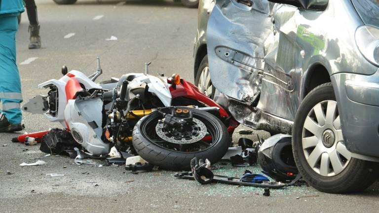 Motorrijder zwaargewond bij ongeluk op Moskesweg in Breda. Foto: Perry Roovers / SQ Vision