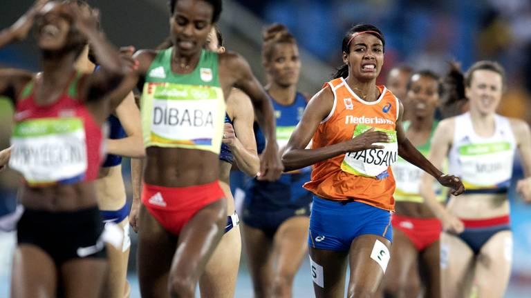 Sifan Hassan in actie op de 1500 meter finale op de Olympische Spelen van Rio (foto: ANP)