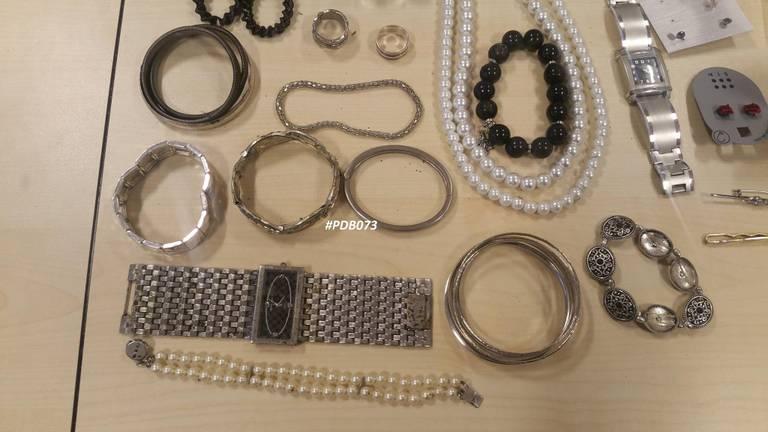 Schaamteloze knuffeldieven hebben het gemunt op sieraden (foto: archief).