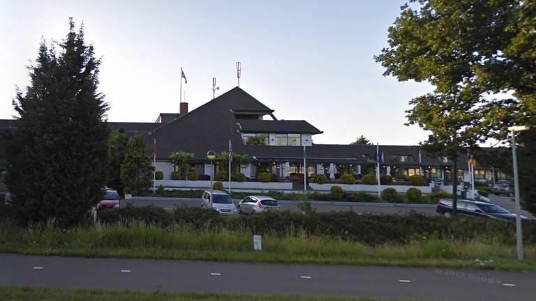 Het Van der Valkhotel/restaurant aan de Rijksweg in Nuland