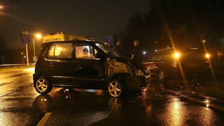 De twee auto's raakten zwaar beschadigd. (Foto: Christiaan Traets/SQ Vision)