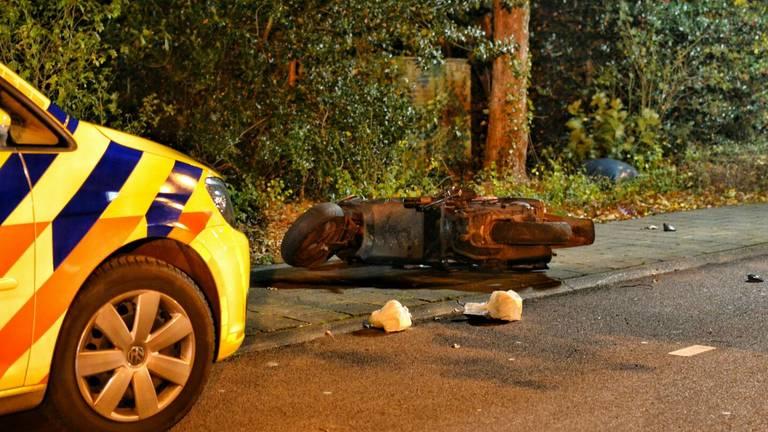 De politie is op zoek naar twee mannen die bij het slachtoffer waren. Foto: Jeroen Stuve