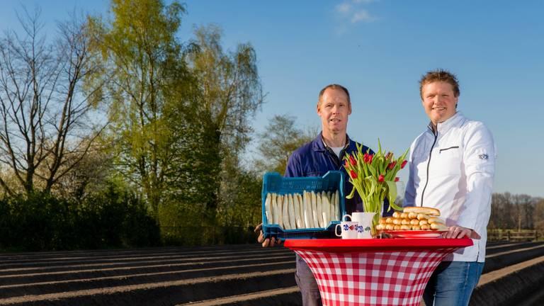 Aspergekwekerij Verhoeven en Remco Beekman bedachten het aspergeworstenbroodje.