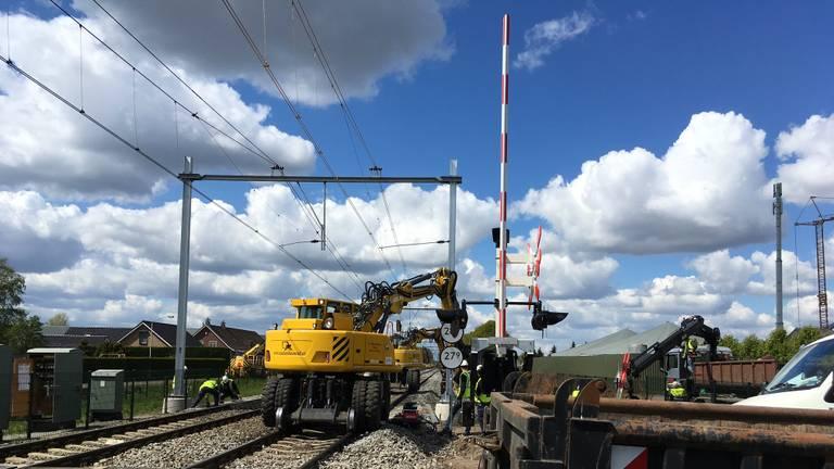 Werkzaamheden aan het spoor bij Deurne. (Foto: Hans van Hamersveld)