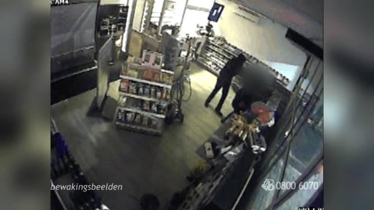 Wie is deze overvaller in Tilburg. Foto: Politie