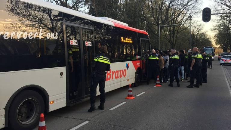 De arrestenten werden afgevoerd met een bus.