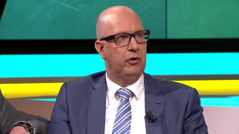 Burgemeester Jack Mikkers van Veldhoven bij KRAAK.