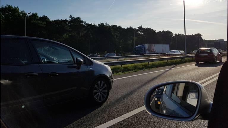 Automobilisten moeten geduld hebben in de file. (Foto: Edwin van Loon)