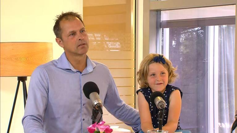 Henk Daniels en Lotte (6) in het Máxima Oncologisch Centrum.