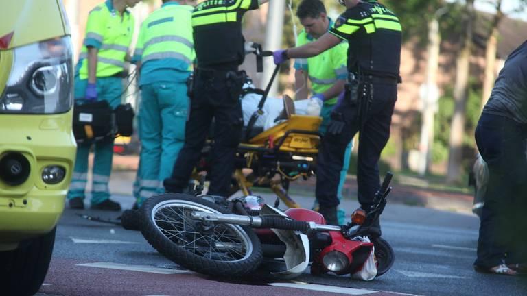 De motorrijder ging met spoed naar het ziekenhuis. Foto: Jeroen Stuve / Stuve fotografie