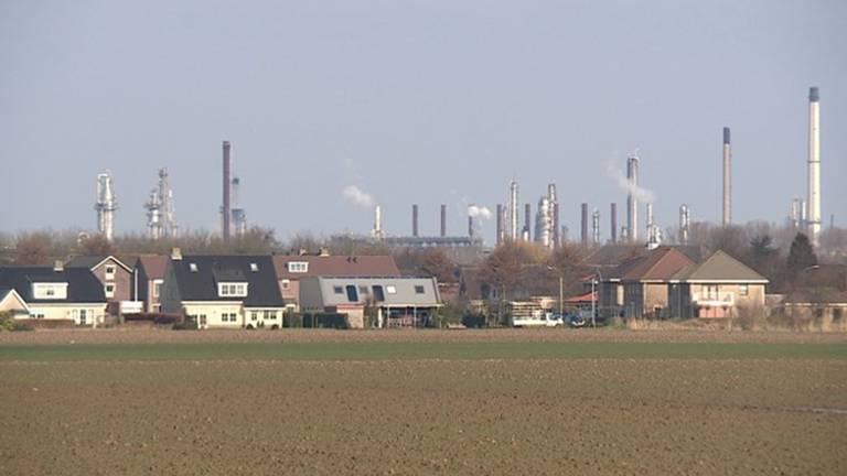 Klundert onder de rook van industrieterrein Moerdijk