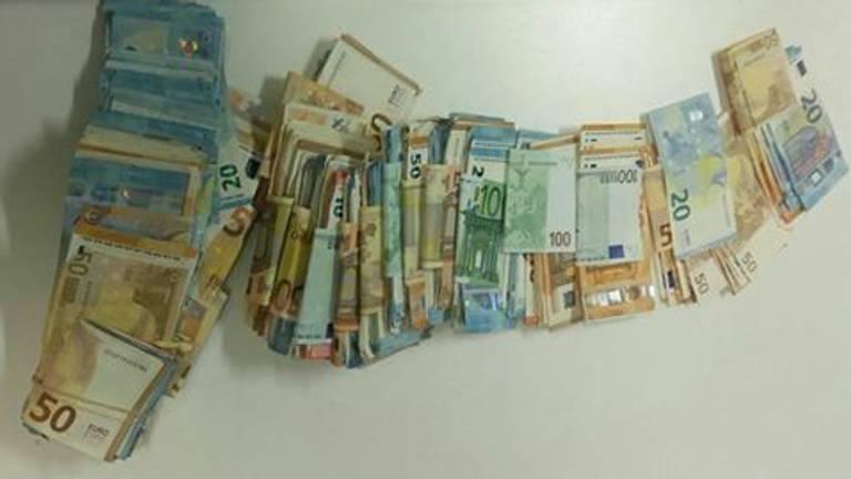 Een stapel geld. (archieffoto: politie Bergen op Zoom)