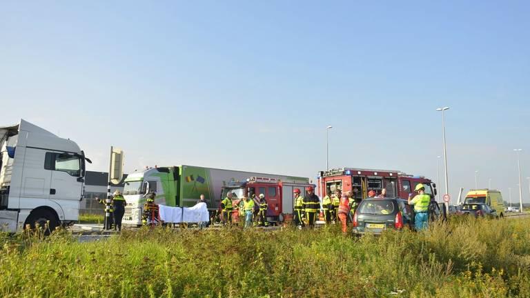 Drukte van belang na het ongeluk (foto: Diederik Cools/Stuve fotografie)