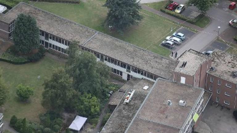 Een luchtopname van het complex waar de vrouw is overvallen (foto: politie).