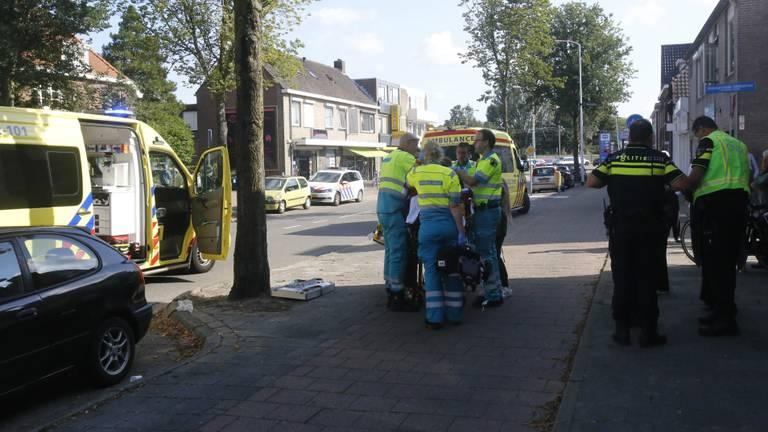 Het kind werd behandeld door ambulancepersoneel. (Foto: Arno van der Linden)