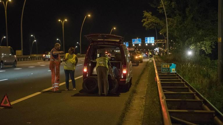 De band zorgde voor een ravage op de weg. (Foto: SQ Vision)