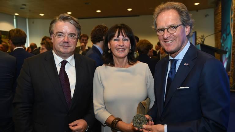 Rombouts (rechts) met zijn vrouw en Wim van de Donk.