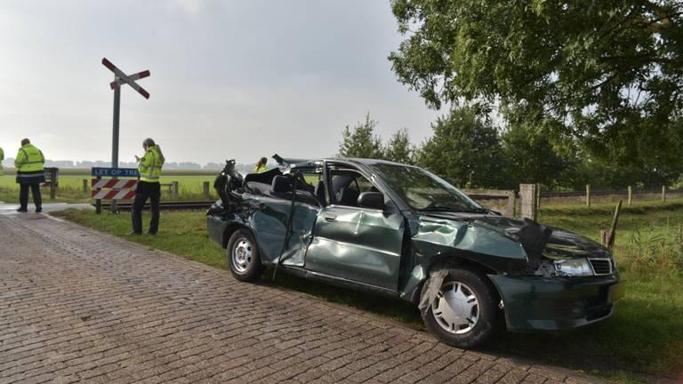 Het wrak van de auto na de aanrijding. (Foto: Tom van der Put/SQ Vision)