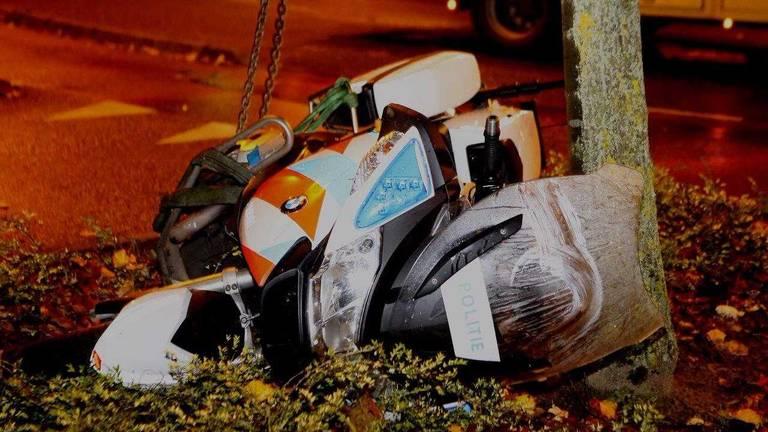 Een agent op een motor is aangereden. (Foto: Bart Meesters)