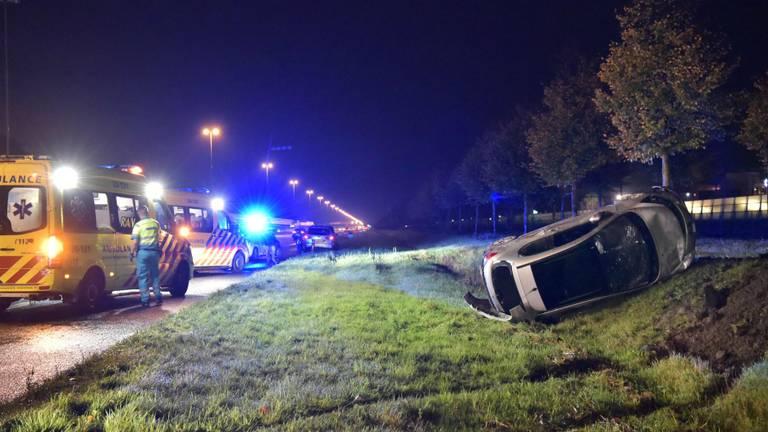 Twee gewonden bij botsing op A16 bij Prinsenbeek (Foto: Tom van der Put)