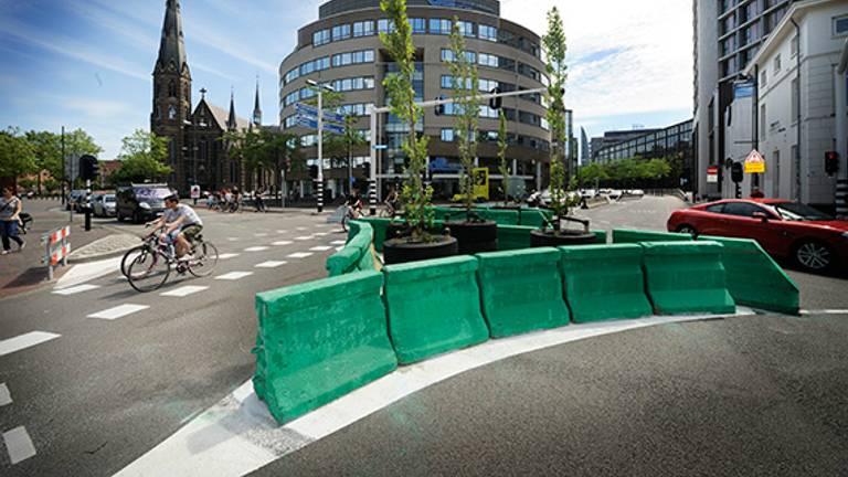 De afsluiting op de Vestdijk wordt wel massaal genegeerd. (Foto: gemeente Eindhoven)