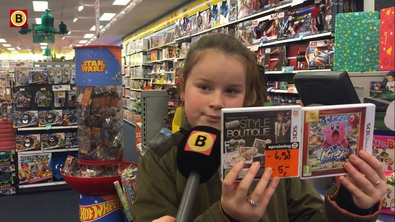"""""""Ik vind deze videospelletjes veel leuker dus ik ruil ze maar om"""" (Foto: Floyd Aanen)"""