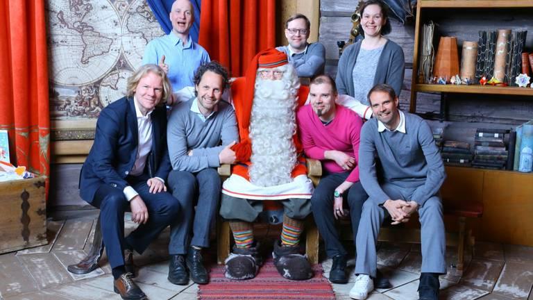 Xander Lub (onderste rij, tweede van links) in Santa's Office