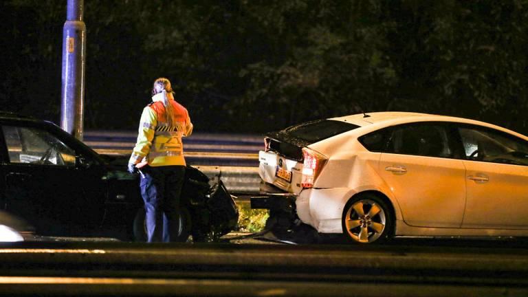 Op de A27 botsten drie auto's achterop elkaar (Foto: Marcel van Dorst/SQ Vision Mediaprodukties)